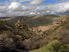 (image: http://wiki.lindefirion.net/images/KhandLandscape1.jpg)
